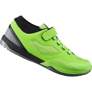 Велотуфли Shimano SH-AM701, салатовыйВелообувь<br>Shimano обновляет и расширяет линейку качественной обуви для маунтинбайка! Новые ботинки AM701 для даунхилла и эндуро обладают более жёсткой и прочной подошвой, защитой щиколотки и хорошей вентиляцией. Носок дополнительно усилен для защиты пальцев от ударов. Специальная манжета на щиколотке предотвращает попадание в ботинки земли, мелких камней и веток. <br><br>Это продвинутые велоботинки, разработанные при участии семьи гонщиков Афертон, станут отличным выбором как для гонок, так и для катания по любимым трейлам и байк-паркам. <br><br>Характеристики:<br><br>Материал верха: синтетическая кожа с перфорацией для вентиляции<br>Литой носок ботинка для защиты пальцев<br>Эластичная манжета на щикотолке для предотвращения попадания грязи<br>Длинный канал под шип обеспечивает устойчивое сцепление с педалью в невстегнутом состоянии<br>Резиновая подошва с усиленным сцеплением и специальным рисунком протектора на носке и пятке для удобной ходьбы<br>Вес: 820 грамм (пара, размер 42)