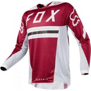 Велоджерси Fox Flexair Preest Jersey, темно-красный 2018Велоджерси<br>Самое лёгкое и технологичное джерси от Fox, созданное при непосредственном участии знаменитого гонщика Райана Данджи. Модель выполнена из уникального эластичного текстиля, который обеспечивает максимальную свободу движений и эффективно отводит влагу от тела – а ведь именно это гонщикам и необходимо. Кроме того, джерси из такого материала мягче и комфортнее, чем классические полиэстеровые изделия.<br><br><br><br>ОСОБЕННОСТИ<br><br><br><br>Самое лёгкое и технологичное джерси от Fox<br><br>Создано при участии Райана Данджи<br><br>Фирменный эластичный текстиль TruDri обеспечивает максимальную свободу движений и эффективно отводит влагу от тела<br><br>Джерси Flexair мягче и комфортнее, чем классические модели из полиэстера