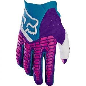 Велоперчатки Fox Pawtector Glove, голубой 2017Велоперчатки<br>Классические вело и мотокроссовые перчатки от Fox. Основные особенности данной модели – неопреновые и резиновые накладки на костяшках, удобная застёжка и ладонь, отделанная двойным слоем искусственной кожи Clarino. Словом, отличное сочетание эффективной защиты, внешнего вида и функцииональности.<br><br><br><br>ОСОБЕННОСТИ<br><br><br><br>Материал: текстиль, искусственная кожа<br><br>Ладонь отделана двойным слоем искусственной кожи Clarino<br><br>Силиконовые накладки для лучшего сцепления с рулём<br><br>Защитные накладки на костяшках из резины и неопрена<br><br>Удобная застёжка на крючке