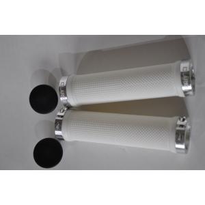 Ручки CLARK`S CLO201 на руль, резиновые, 130мм, с 2 фиксат, бело-серебристые анодир, 3-446Ручки и Рога<br>Ручки CLO201 на руль 3-446 резиновые 130мм с 2 фиксаторами бело-серебристые анодированые CLARK`S
