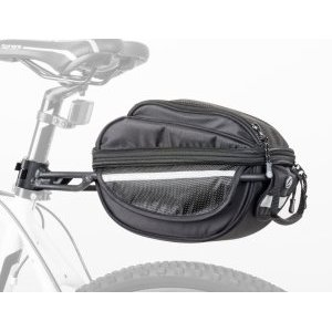 Сумка под велоседло AUTHOR A-N LitePack6 X7 2 отделения на 6 литров, с чехлом, чернаяВелосумки<br>Очень легкий мешок с AUTHOR LitePack 6 с прочными мягкими стенами и дном. Просто уменьшите увеличьте содержимое мешка. Быстрое и простое прикрепление сумки к специальному держателю, который легко защелкивается на седле с помощью быстрозажимной втулки. Сумка имеет удобную ручку для переноски. <br>Регулируемый объем, 1 отдельный внешний карман на молнии, основной карман с двумя молниями для легкого доступа, внутренний карман-сетка. Регулируемая внутренняя перегородка позволяет вам настраивать пространство с нужными вещами и обеспечивать стабильное положение. Конструкция сочетает армированные EVA панели с адаптируемой тканью для обеспечения достаточной прочности мешка и защиты для перегруженных объектов. <br><br>Удобная ручка, внутренний карман для мелких предметов.<br>Разделите верхний карман, который является частью сумки.<br>Адаптация положения к преобладающим объектам.<br>Светоотражающие аксессуары и окуляр для размещения вспышки.<br>Размеры (Д х Ш х В) 28 x 14 x 20 см, объем 7-9л.<br>Вес: сумка 440г, носитель 420г. Максимум Грузоподъемность 5 кг (грузоподъемность ограничена прочностью посадочного места).<br>Нейлон 420 D с покрытием PU - это высокопрочная ткань, водостойкая и износостойкая ткань.