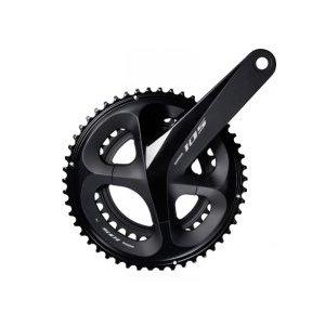 Шатуны для велосипеда Shimano 105 R7000 170 мм, 36x52 зубов, 11 скоростей, IFCR7000CX26LСистемы шатунов<br>ШАТУНЫ SHIMANO 105 R7000 170 MM 36X52 11S<br><br><br> Шатуны FC-R7000 обеспечивают оптимальную передачу мощности, сбалансированный вес и эффективность без компромиссов в жёсткости.<br><br><br>- Оптимальная облегчённая конструкция шатунов демонстрирует превосходную эффективность передачи мощности.<br><br>- Переработанные профили зубьев передних звёзд увеличивают зазор между цепью и ведущими зубьями, чтобы обеспечить совместимость с рамами, отличающимися размером O.L.D. (зазор дропов) 135 мм и нижними перьями 410 мм.<br><br>- Длина шатунов: 170 мм.<br><br>HOLLOWTECH II*. Система, которая подразумевает максимальное использование эффективной энергии велосипедиста. В этой технологии Shimano добивается максимального сочетания противоречивых качеств, жесткости и легкого веса. Жесткость шатунов обеспечивает большую эффективность педалирования, в то время, когда малый вес облегчает поездки на большие расстояния. Технология HOLLOWTECH II являет собой легкие полые шатуны, которые производятся по собственной системе ковки Shimano. Также она объединяет полую ось каретки и правый шатун для достижения максимальной жесткости, малого веса и высокоточного баланса. Внешние подшипники гарантирую лучшее