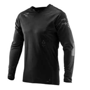 Велоджерси Leatt Jersey DBX 5.0 All Mountain, черный 2019Велоджерси<br>Гоночная джерси с длинным рукавом, которая идеально подойдёт для жаркой погоды. Модель выполнена из сверхлёгкого и эластичного сетчатого текстиля MoistureCool, который не только отлично проветривается, но быстро сохнет и эффективно отводит влагу от тела. Джерси подходит для ношения как поверх защиты, так и без неё, а воротник идеально совместим со всеми моделями защиты шеи от Leatt. Кроме того, область локтей здесь усилена особой прозрачной плёнкой Brush Guard, которая существенно повышает устойчивость ткани к механическим повреждениям.<br><br>Характеристики:<br><br>Материал: MoistureCool<br>Накладки из защитной плёнки Brush Guard на локтях<br>Сглаженные швы для дополнительного комфорта<br>Воротник особого покроя для лучшей совместимости с защитой шеи<br>Подходит для ношения как поверх защиты, так и без неё<br>Лоскут для протирки очков и карман на молнии<br>Благодаря силиконовым накладкам джерси не будет задираться во время езды