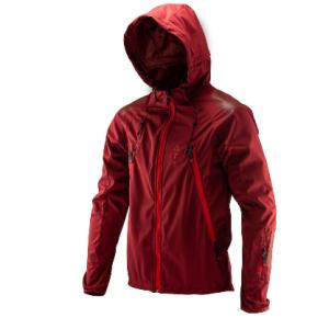 Велокуртка Leatt DBX 4.0 All Mountain Jacket Ruby 2019Велокуртка<br>DBX 4.0 – это непромокаемая куртка, созданная специально для велосипедистов. Модель выполнена из мягкого и эластичного водонепроницаемого текстиля, который не только не пропускает влагу, но и отлично дышит. Основные особенности этой куртки – дополнительные потайные швы для большей надёжности и высококачественные молнии от YKK. Кроме того, куртка отлично совместима с защитой шеи и подходит для ношения поверх тонкого панциря, а регулируемый капюшон можно надеть на любой шлем. И, наконец, отметим накладки из специальной прозрачной плёнки на плечах и локтях, повышающие устойчивость ткани к механическим повреждениям.<br><br>Характеристики:<br><br>Мягкий и эластичный водонепроницаемый материал<br>Дополнительные потайные швы для большей надёжности<br>Высококачественные молнии от YKK<br>Подходит как для ношения поверх защиты, так и без неё<br>Регулируемый капюшон, который можно надеть поверх любого шлема<br>Накладки из специальной защитной плёнки на локтях и плечах<br>Специальные прорези на молниях для дополнительной вентиляции <br>Лоскут из микрофибры для протирки очков<br>Силиконовый принт в задней части куртки не даёт ей задираться во время езды