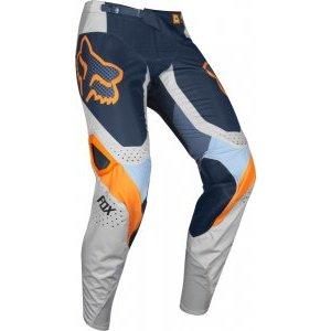 Велоштаны Fox 360 Murc Pant для экстремальной езды, серый 2019Велоштаны<br>Традиционные велокроссовые штаны, выполненные из устойчивого к истиранию полиэстера 900D. Основные их особенности – специальный крой, обеспечивающий естественную и удобную посадку, накладки на коленях из устойчивого к истиранию и прожиганию глушителем материала, а также вставки из плотного эластичного текстиля спереди и сзади для большей свободы движений.<br><br><br><br>ОСОБЕННОСТИ<br><br><br><br>Материал: устойчивый к истиранию полиэстер 900D<br><br>Особый крой для оптимальной посадки<br><br>Кожаные накладки на внутренней части коленей<br><br>Вставка из тянущегося в четырёх направлениях материала в задней части<br><br>Эластичные вставки в области коленей